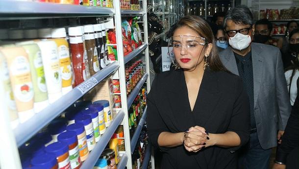 Huma Qureshi inaugurates a mega retail store in Mumbai