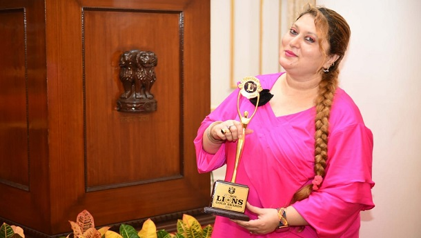 Parul Chawla awarded by the Hon'ble Governor Of Maharashtra Sh.Bhagat Singh Koshiyariji