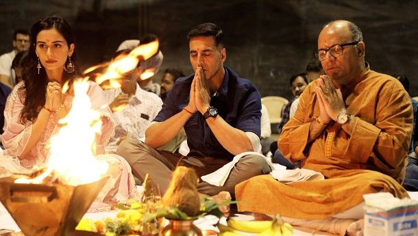 Akshay, Manushi perform puja as Prithviraj shooting begins soon!