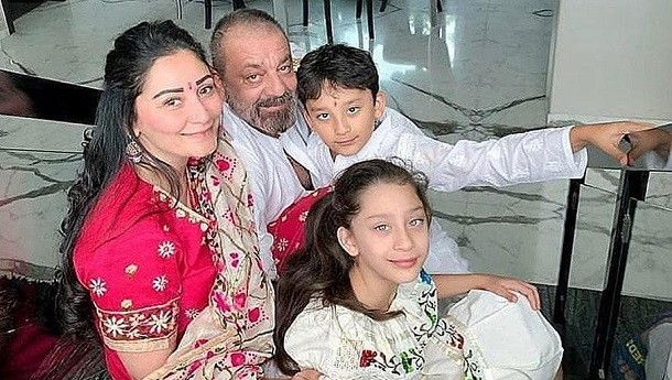 Sanjay Dutt shares a heart-warming photo of a moment with his family before the lockdown