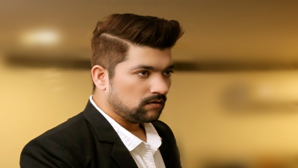 Manan Bhardwaj is the voice of Sunny Kaushal for his next romantic release. Debuts as a singer with Shiddat